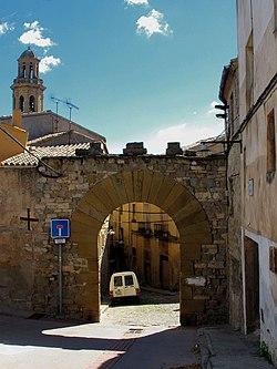 Portals, un sector de muralla i una torre quadrada de l'Hospital (Calaf) - 1.jpg