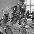 Prins Bernhard reikt het Grootkruis in de Orde van Oranje-Nassau met de Zwaarden, Bestanddeelnr 900-5507.jpg