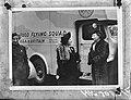 Prinses Juliana bij een vrachtwagen met opschrift Food Flying Squad U.S.A. to, Bestanddeelnr 935-2694.jpg