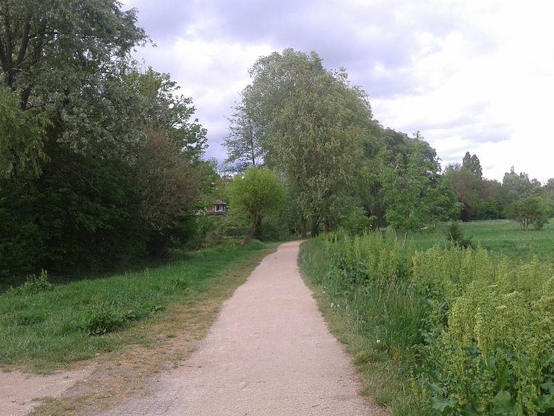 File:Promenade de la liaison verte et rivière de l'Yerres, Montgeron 1.jpg