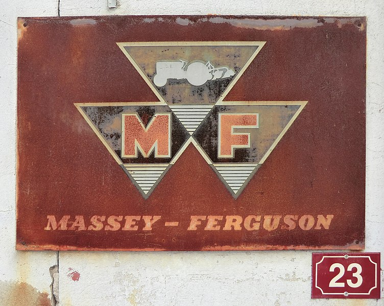 Publicité Massey-Ferguson à Chalamont.