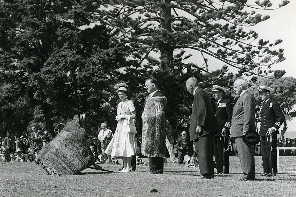 Queen Elizabeth II, Waitangi (December 1953) (crop)