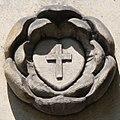 Róża nad portalem bocznym wejścia kościoła ewangelickiego pw. Zbawiciela w Bielsku-Białej.jpg