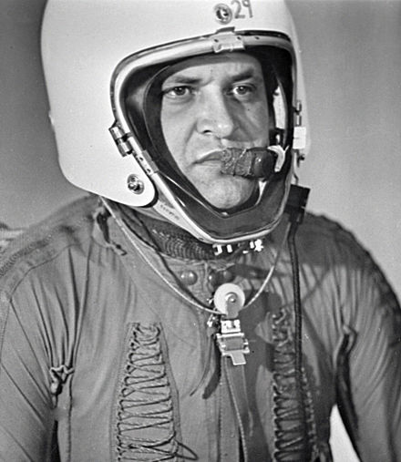 Francis Gary Powers wearing special pressure suit for stratospheric flying RIAN archive 35172 Powers Wears Special Pressure Suit.jpg