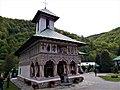 RO GJ Biserica veche a mănăstirii Lainici.JPG