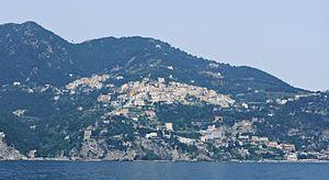 Raito (village) - Raito seen from the sea. In the left corner, upon the hill, the village of Albori