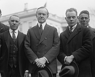 Paavo Nurmi - Nurmi, right, and Joie Ray, left, with U.S. President Calvin Coolidge during Nurmi's 1925 U.S. tour