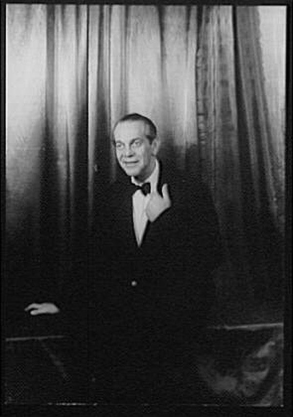 Photo Raymond Massey via Wikidata
