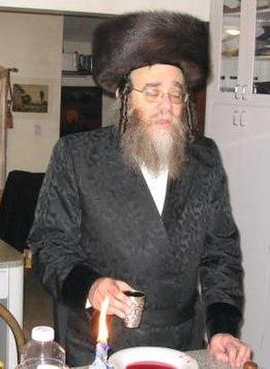 Havdalah - Hasidic rebbe reciting Havdalah