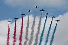 Le Red Arrows (la pattuglia acrobatica britannica) in azione durante la parata militare del Trooping the Colour a Londra
