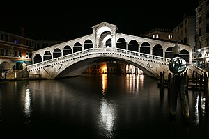 Rialto Bridge at night2.jpg