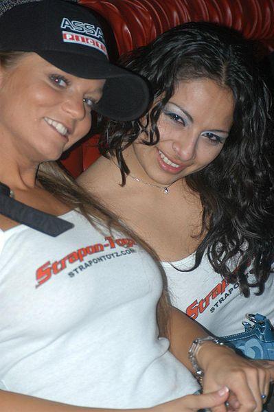 File:Rita Faltoyano, Victoria Lan at PSK 20051108 1.jpg