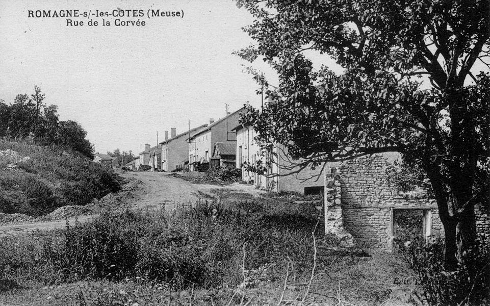 Romagne-sous-les-Côtes (Meuse). Rue de la Corvée.