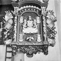 Rouwbord rechts van het orgel - Hallum - 20099974 - RCE.jpg