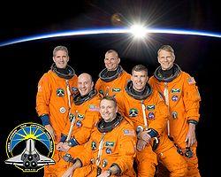 v.l.n.r. Vorne: Garrett Reisman, Ken Ham, Steve Bowen;Hinten: Michael Good, Tony Antonelli, Piers Sellers