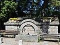 Saint-Laurent-de-Lévézou fontaine principale.jpg