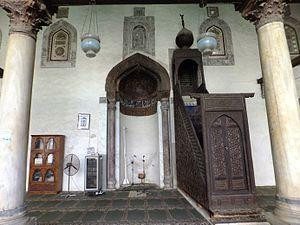 Al-Salih Tala'i Mosque - Image: Salih Talai mosque mihrab and minbar