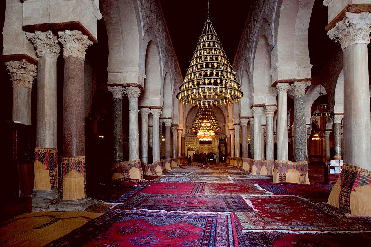 File salle de pri re de la grande mosqu e de kairouan 21 for Mosquee hassan 2 interieur