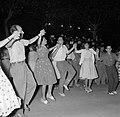 San Feliu (Costa Brava) Mensen dansen sardana op een plein, Bestanddeelnr 254-0870.jpg