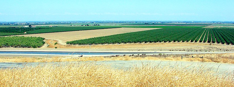 File:San Joaquin Valley amd Canal, CA 8-10 (28261966063).jpg