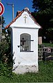 Sedlce, niche chapel at village pond 01.jpg
