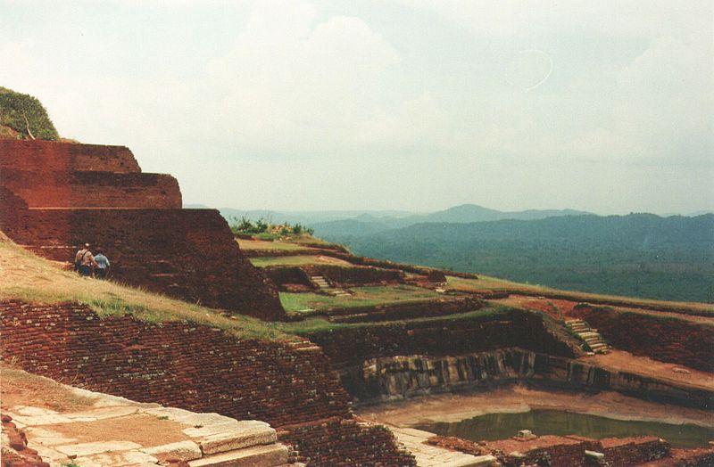 Файл: Sigiriya саммите ruins1.jpg