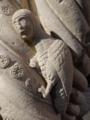 Sirène médiévale, détail d'une colonne de l'abbaye de Coulombs.png