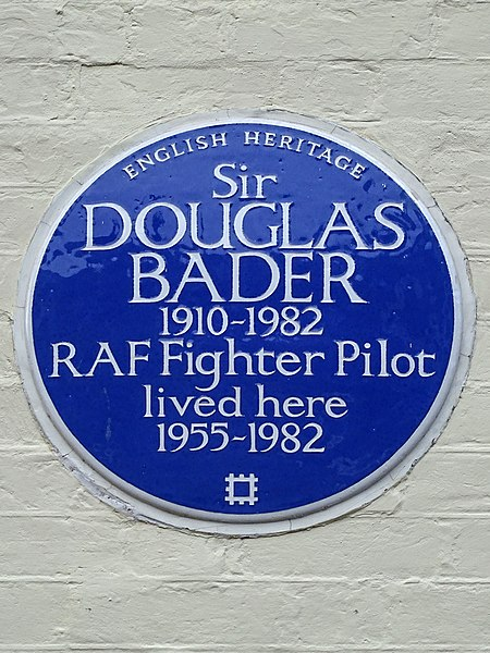 Файл:Sir DOUGLAS BADER 1910-1982 RAF Fighter Pilot lived here 1955-1982.JPG