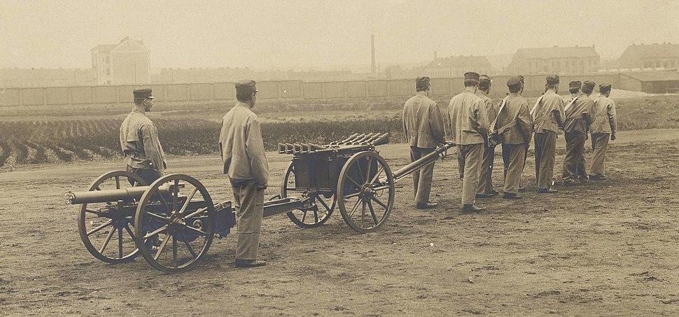Skoda 70 mm field gun pulled by men (cropped)