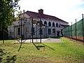 Sokolovna Jinonice a hřiště.jpg