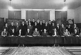 Egon Orowan - Image: Solvay conference 1951 g