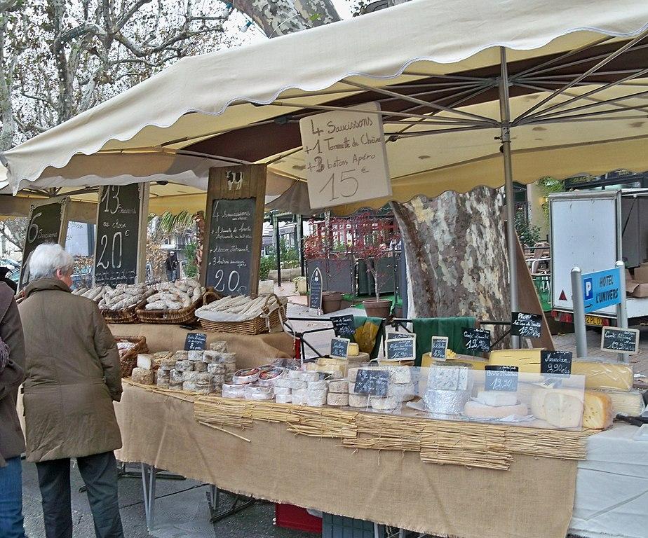 Fichier stand fromage foire de la st siffrein jpg wikip dia for Conception stand de foire