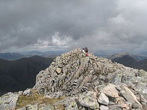 Stob Coire Sgreamhach - View east along the ridge to the summit of Stob C.oire Sgreamhach.