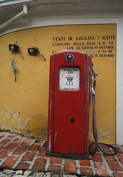 File:Surtidor de combustible antiguo.jpg