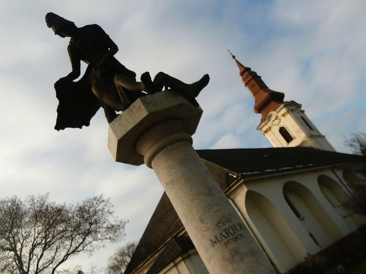 Szent Márton püspök szobra (Benedek György 2000), Petőfi tér, Szalkszentmárton 47m.jpg