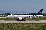 T7-MRD Airbus A320-214 A320 - MEA (18827305956).jpg