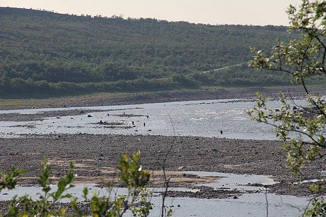 640px-Tana_river_Utsjoki_Boratbokca_3.JPG