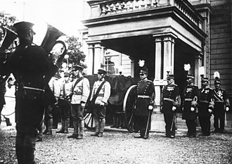 Katsura Tarō - The funeral carriage leaving Katsura's residence en route to Zōjō-ji in October 1913.