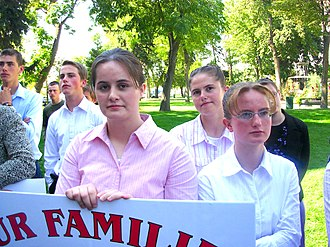 Mormonism and polygamy - Image: Teens from polygamous families