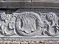 Tempio malatestiano, esterno, zoccolo, stemma malatesta 01.JPG