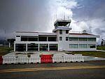 Terminal i torre de control de l'Aeropuerto de Chachapoyas en un dia plujós.jpg