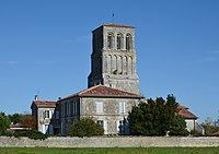 Thézac 17 Le clocher vu de la D138 2014.jpg