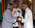 The President, Dr. A.P.J. Abdul Kalam presenting Padma Shri to Prof. Hakeem Syed Zillur Rahman, for his contributions in Unani Medicine, at an Investiture Ceremony at Rashtrapati Bhavan in New Delhi on March 29, 2006.jpg