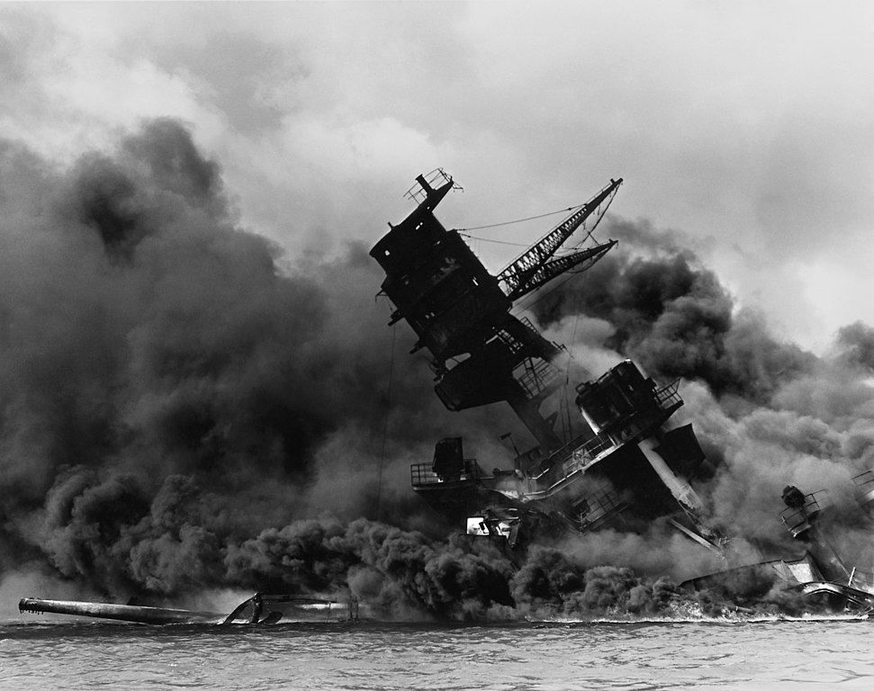 http://upload.wikimedia.org/wikipedia/commons/thumb/0/09/The_USS_Arizona_(BB-39)_burning_after_the_Japanese_attack_on_Pearl_Harbor_-_NARA_195617_-_Edit.jpg/971px-The_USS_Arizona_(BB-39)_burning_after_the_Japanese_attack_on_Pearl_Harbor_-_NARA_195617_-_Edit.jpg