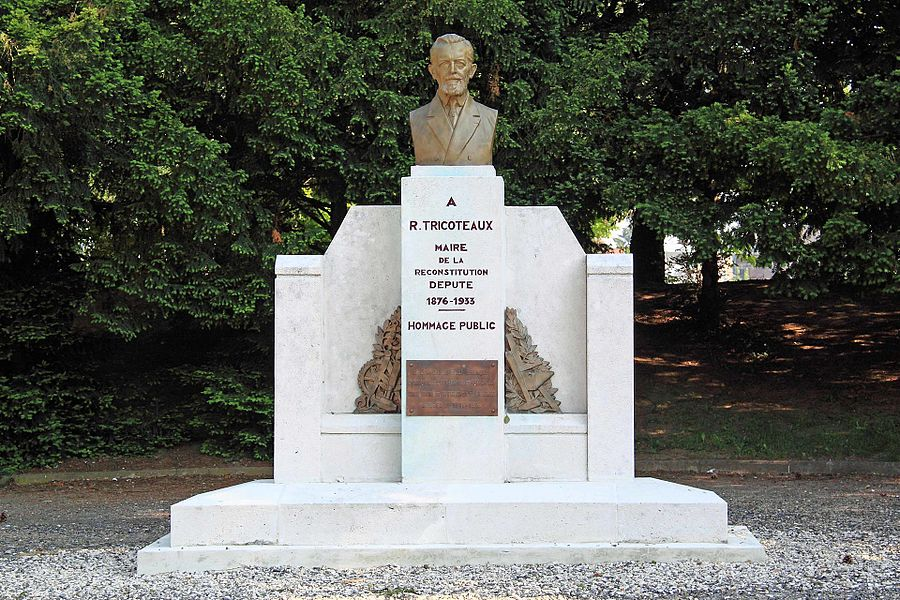 SAINT-QUENTIN - Monument de Romain Tricoteaux, square Romain Tricoteaux