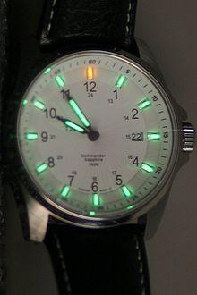 ساعة تم استخدام الفسفور الابيض فيها لتظهر في الظلام