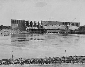 Afobaka - Afobaka Dam under construction in 1963. Finished 1984