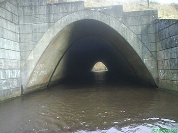 English: Tunnel vision South Calder Water exit...