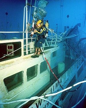 Navy diver (United States Navy) - Image: US Navy 011105 N 3093M 011 Navy deep sea diver