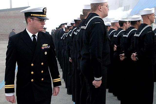 File Us Navy 041001 N 0683j 033 Lt Jack Benfield Acting